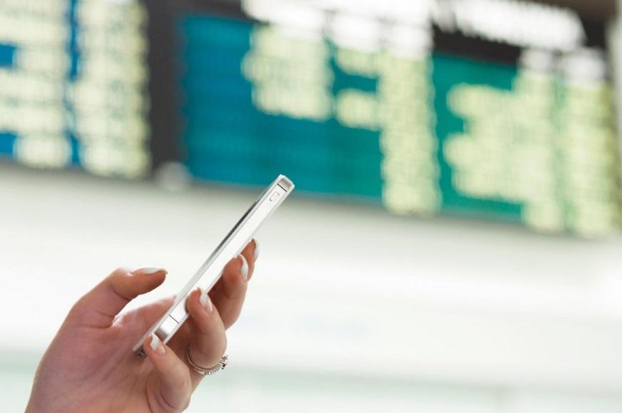 Smartphone à l'aéroport