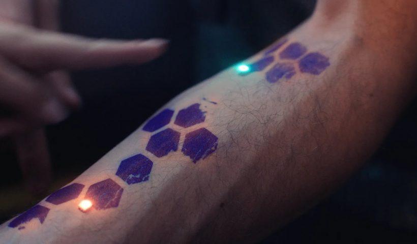 Un bras tatoué